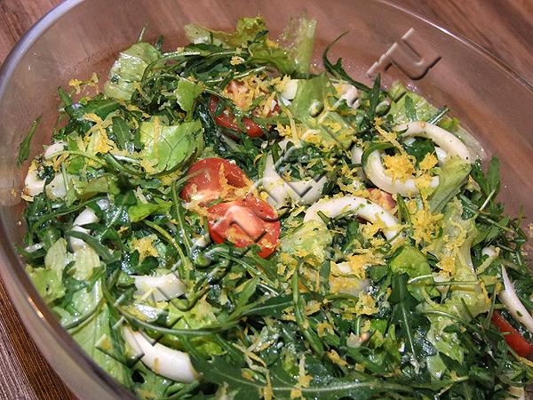 Салат из кальмаров, рукколы и овощей пошаговый рецепт с фото